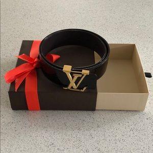 Louis Vuitton 55mm shiny leather belt